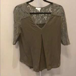 Anthropologie green t shirt with lace sleeves